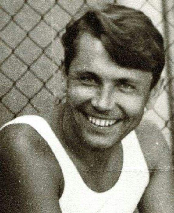 Леонид Рогозов был активным и талантливым юношей. /Фото: i.pinimg.com