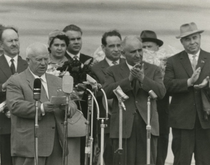 Н. С. Хрущёв (выступает), Т. Живков и П. Шелест на митинге во время визита в Болгарию (октябрь, 1964 год)./Фото: liders.rusarchives.ru