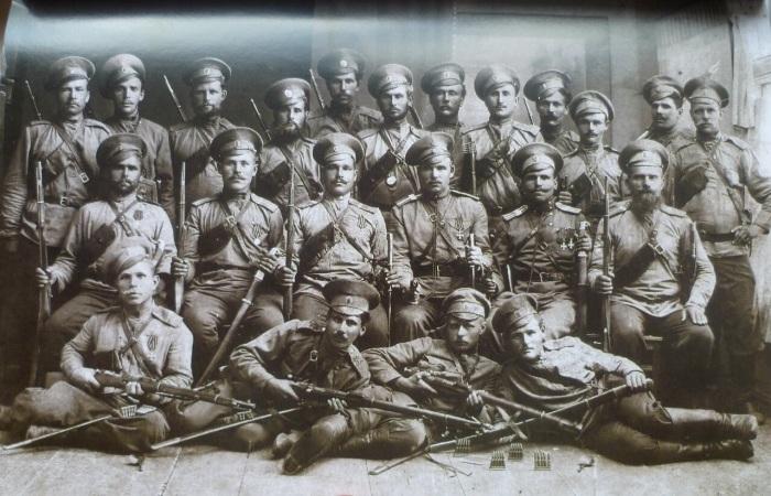 Войско Донское в Гражданскую войну разделилось на два вражеских лагеря. /Фото: pbs.twimg.com