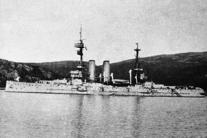 Английский крейсер «Глори» в Мурманском порту./Фото: s.qguys.com