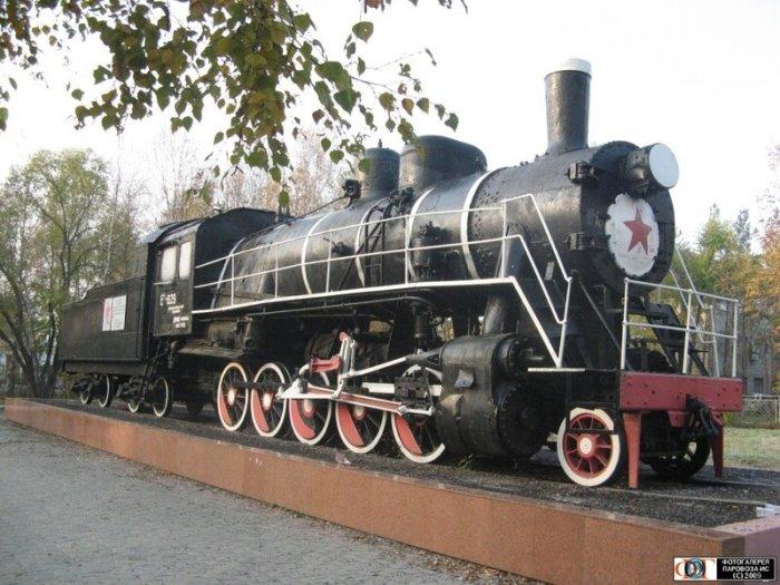 Паровоз Ел−629, в топке которого было сожжено тело Сергея Лазо, в 1972 году установлен как памятник на станции Уссурийск./Фото: i.ytimg.com