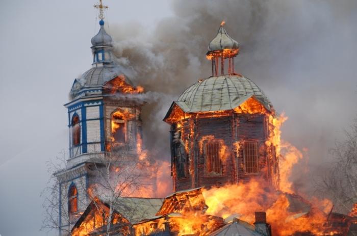 Место, где сгорела церковь, не годилось для строительства. /Фото: tolksnov.ru