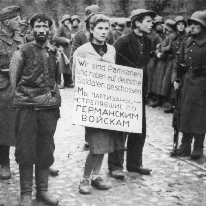 Только в мае-июле 1942 года при активном участии генерального комиссара были уничтожены 55 тыс. евреев./Фото: pbs.twimg.com