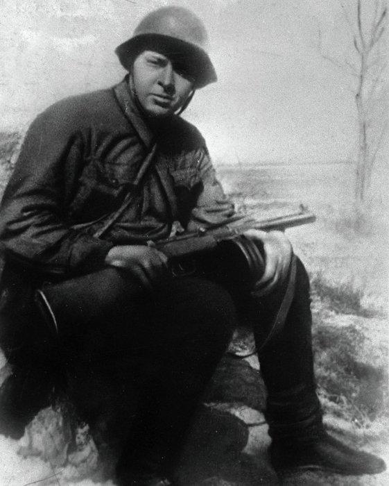 Аркадий Петрович Гайдар (настоящая фамилия – Голиков; 1904-1941,) – советский детский писатель и киносценарист, журналист, военный корреспондент./Фото: news.kpnemo.eu