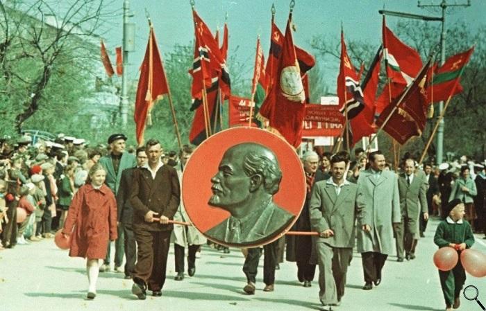 При СССР люди всегда ждали и с удовольствием отмечали праздники. /Фото: yandex.ru