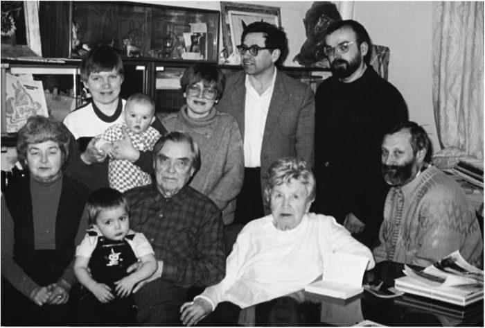 Маленков в кругу семьи. /Фото: pkzsk.info