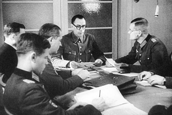 Власов призывал Лукина вступить в РОА, но генерал отказался. /Фото: e-reading.life