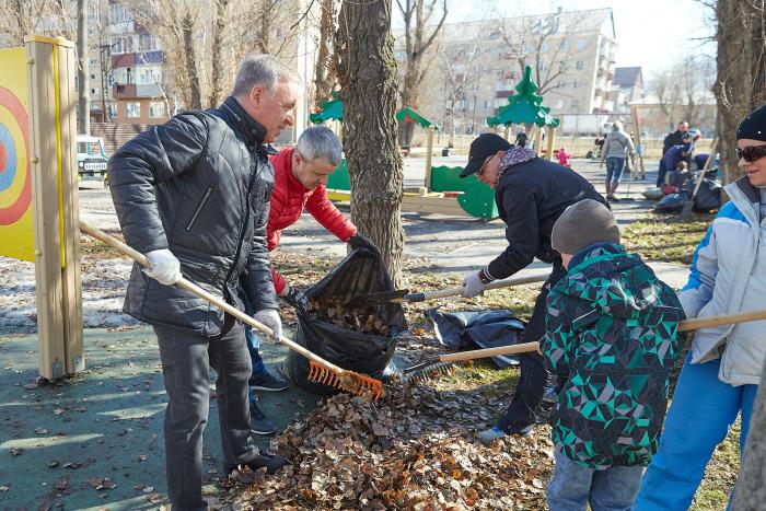 Сегодня субботники проводятся на добровольной основе. /Фото: yuzhno-sakh.ru