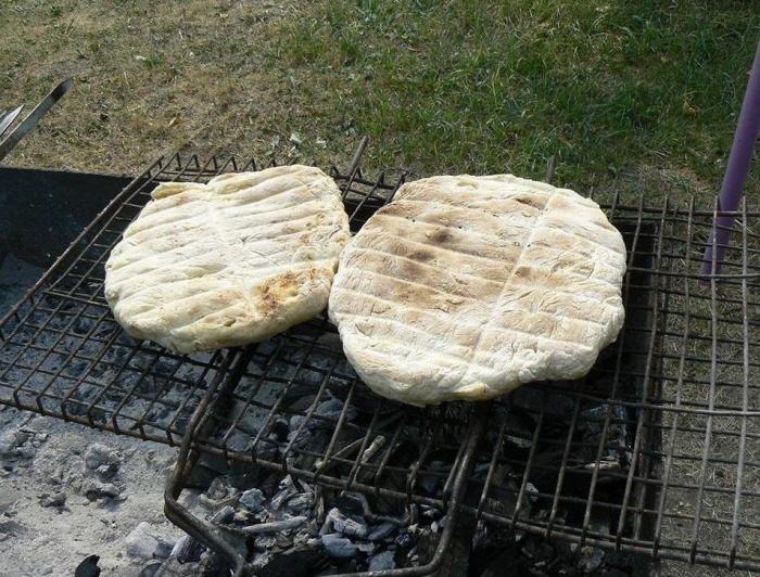 Так выглядит хлеб из камыша, сделанный в походных условиях. /Фото: survinat.ru