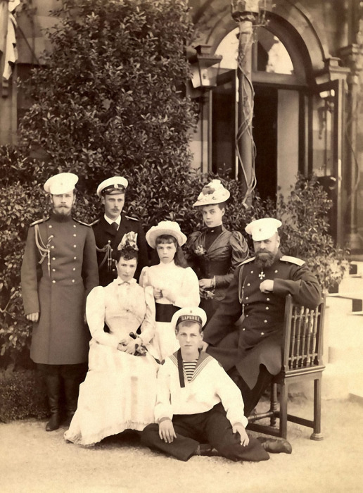Александр III с семьей в Крыму. /Фото: new.runivers.ru