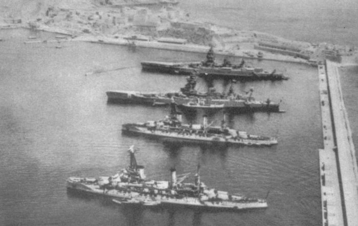 Французские линкоры в гавани Мерс-эль-Кебире./Фото: pp.userapi.com