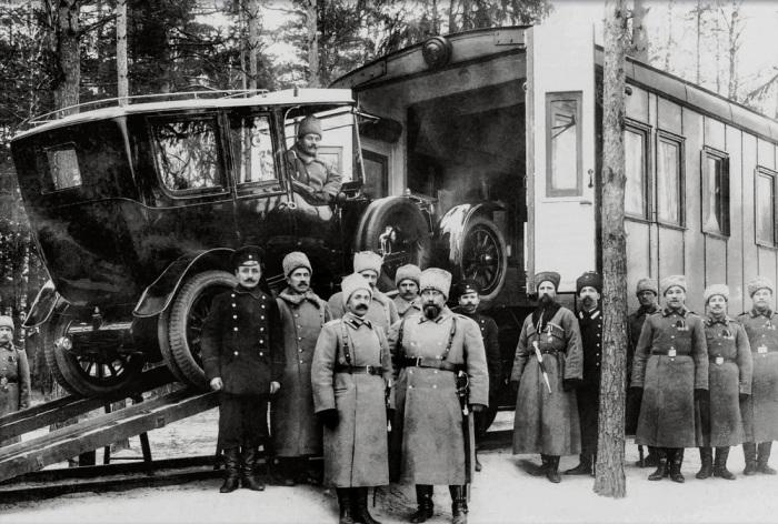 После падения монархии все автомобили Николая II сначала перевели в ведение Временного правительства, а затем — Автоконюшенной базы Рабоче-крестьянского правительства./Фото: avatars.mds.yandex.net