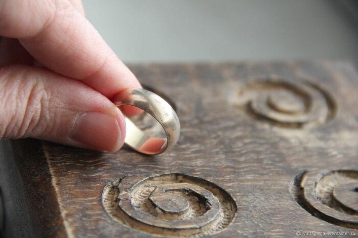 Гладкость кольца означала гладкую семейную жизнь. /Фото: cs5.livemaster.ru