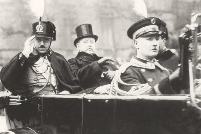 В сентябре 1924-го Аманулла-хан (слева) пригласил в Афганистан советских летчиков для помощи в борьбе с повстанческим движением в центре страны. /Фото: avatars.mds.yandex.net