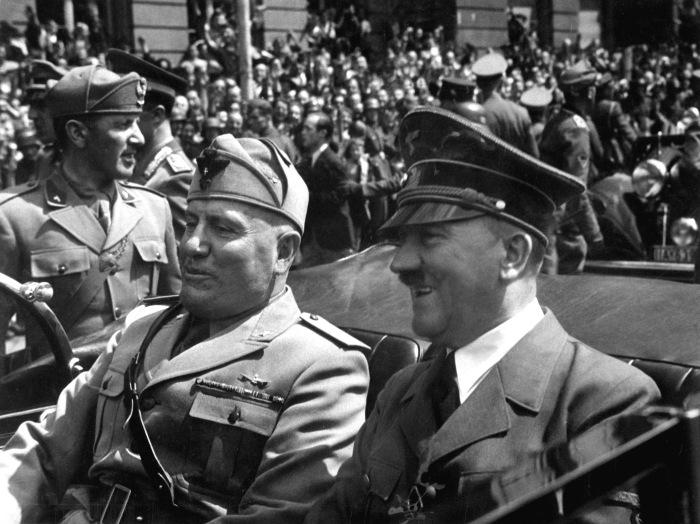 Гитлер с Муссолини. /Фото: politika-v-rashke.ru