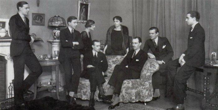 Ксения Александровна и её дети: Андрей, Фёдор, Никита, Дмитрий, Ростислав, Ирина и Василий, которые в 1919 году были на борту британского линкорна «Мальборо»./Фото: 3.bp.blogspot.com