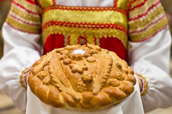Гостей в России и сегодня встречают хлебом-солью. /Фото: noteru.com