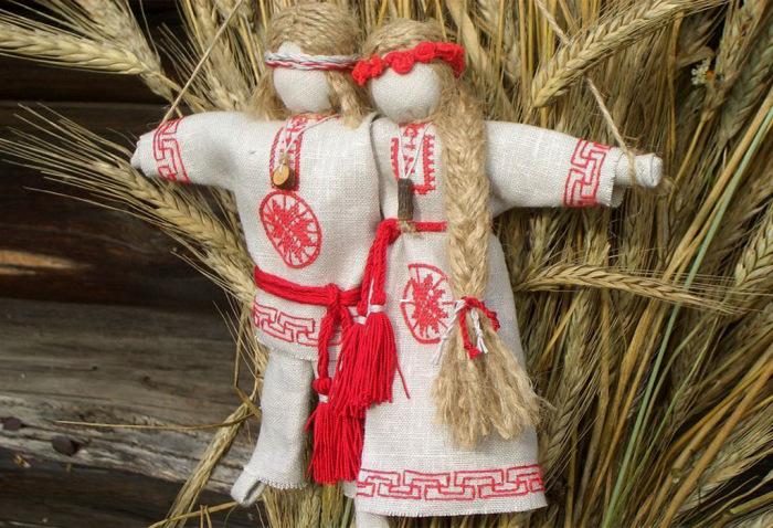 Куклы-обереги следовало передавать, предварительно завернув в тряпочку. /Фото: 1.bp.blogspot.com