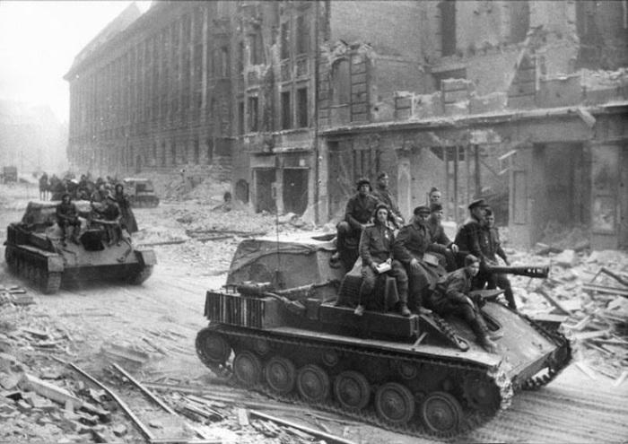 Последний день активной деятельности группы «Мельника» пришёлся на 23 апреля, когда во всём Берлине уже шли ожесточённые бои. В ходе мощного артналёта был убит Пауль Шиллер./Фото: maxpark.com