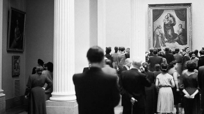 «Сикстинская Мадонна» в Москве перед отправкой обратно в ГДР. /Фото: ic.pics.livejournal.com