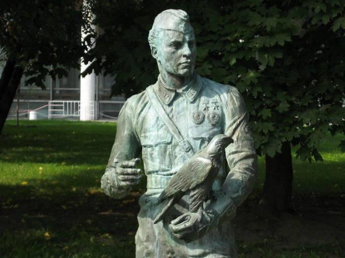 22 июля 1941 года посмертно С.П. Супрун был награждён второй медалью «Золотая Звезда», став дважды Героем Советского Союза. В родном городе Сумы ему воздвигнут памятник, одна из улиц названа его именем./Фото: insergposad.ru