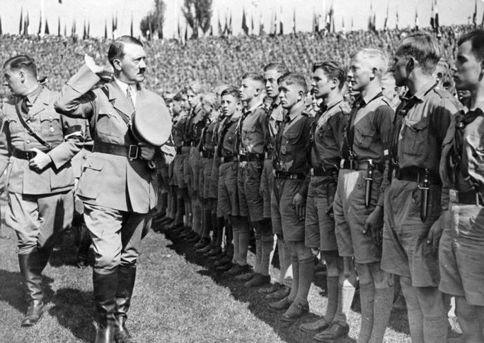 Гитлер лично внушал молодым немцам расовую нетерпимость. /Фото: archive.org