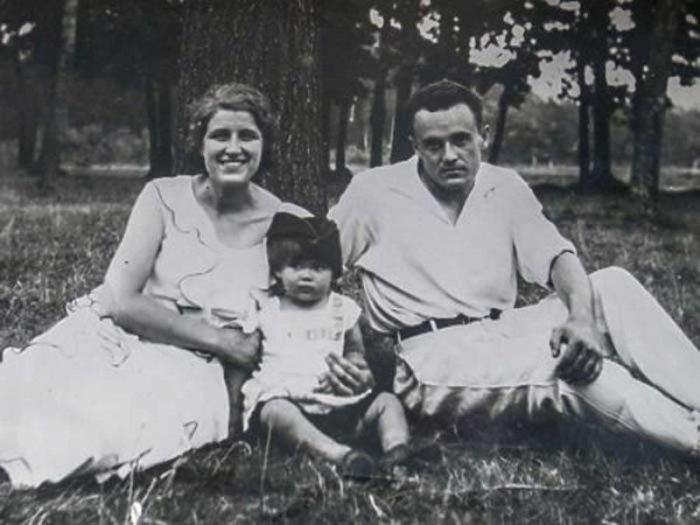 Сергей Королёв с женой и дочерью./Фото: moyaokruga.ru
