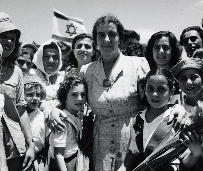 Голда Меир и дети Шфаима, 1950 год./Фото: img-fotki.yandex.ru