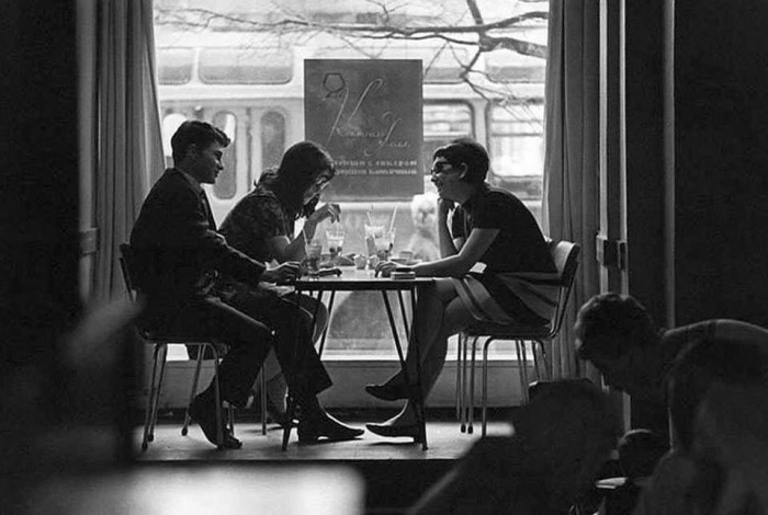 Молодежь часто посещала кафе, а иногда и рестораны. /Фото: i.mycdn.me