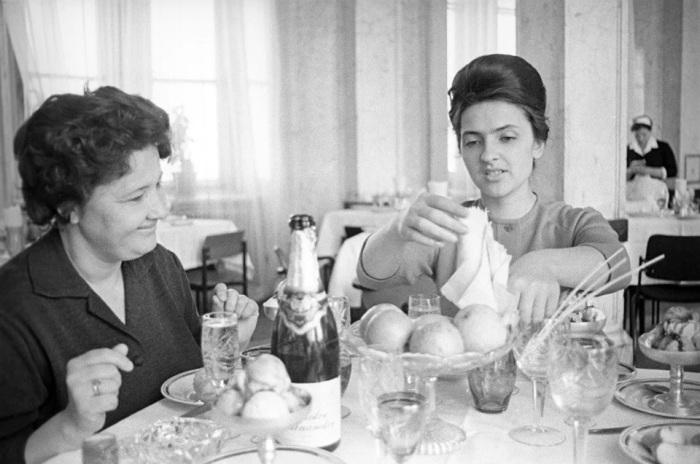 В 1937 году с конвейера Донского завода шампанских вин сошла первая бутылка знакомого всем «Советского шампанского»./Фото: avatars.mds.yandex.net