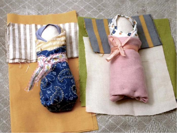 Самодельные куклы радовали детей так же, как и фабричные. /Фото: ds04.infourok.ru