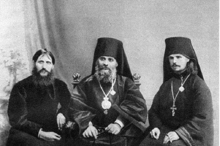 Григорий Распутин, епископ Гермоген (Долганёв), монах Илиодор (Труфанов)./Фото: pbs.twimg.com