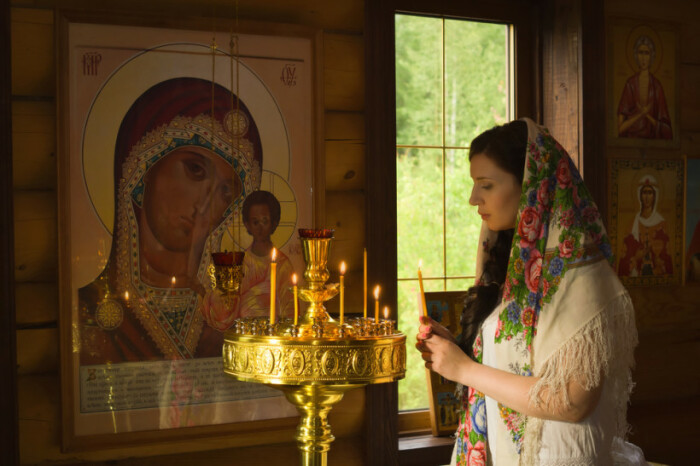 За близкого человека, который исчез во сне, следовало помолиться. /Фото: 4mama.ua