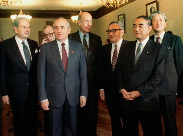 Встреча М. Горбачёва и Д. Рокфеллера./Фото: ic.pics.livejournal.com