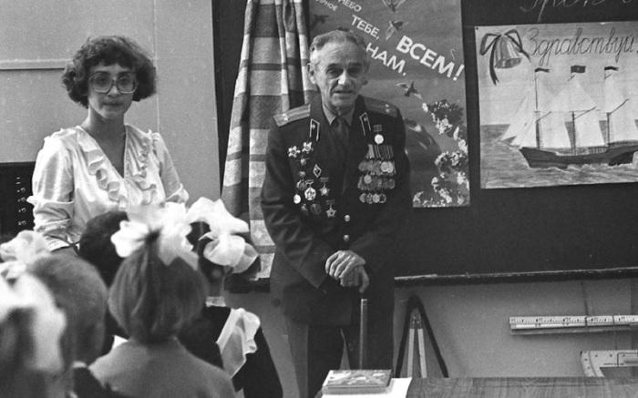 Ветеранов часто приглашали в школы на открытые уроки. /Фото: mtdata.ru