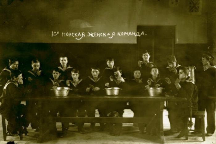 Морская женская команда./Фото: paperpaper.ru