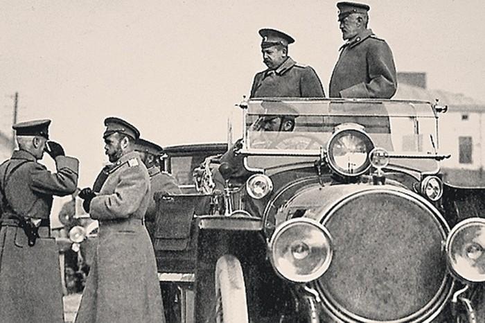 На охрану автомобильной дороги протяжённостью 59 вёрст (примерно 63 км) выделялось три жандармских и пять полицейских офицеров, 38 конных стражников, три эскадрона кавалерии, сотня казаков, а также 224 пеших стражника./Фото: s12.stc.all.kpcdn.net