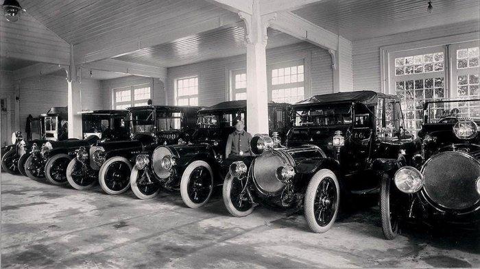В начале 1905 года построили гараж в Царском Селе, а к весне 1911 года гараж на 25 авто уже появился в Ливадии — для нужд двора во время пребывания в Крыму./Фото: autoassa.ru