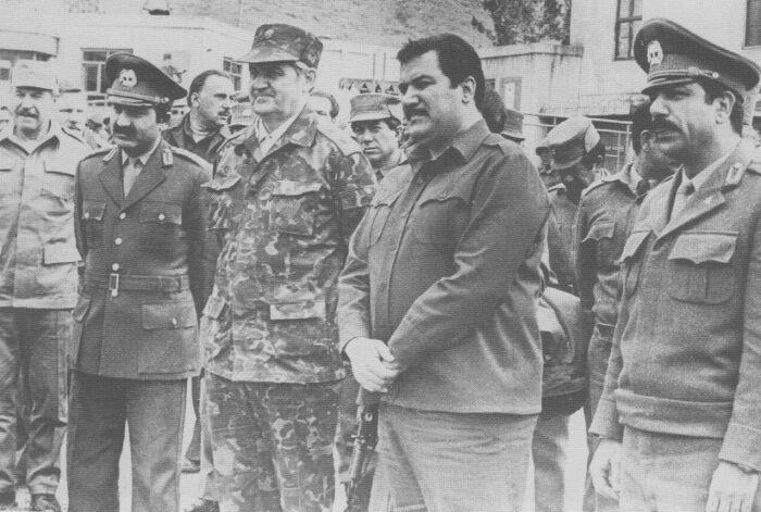 Наджибулла с советскими военными советниками. /Фото: afganwar.belarchive.ru