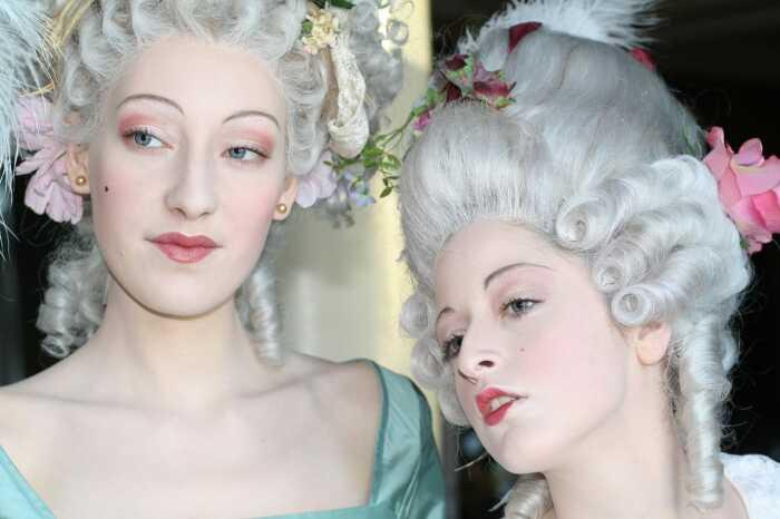 Светские модники и модницы с удовольствием носили парики. /Фото: dojodonna.it
