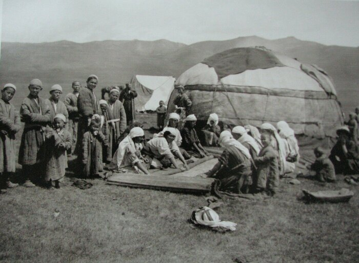 Обитатели Алайской долины. /Фото: img-fotki.yandex.ru