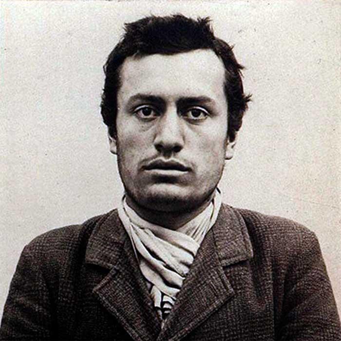 Бенито Муссолини после ареста швейцарской полицией в Берне в 1903 году. /Фото: jnsm.com.ua