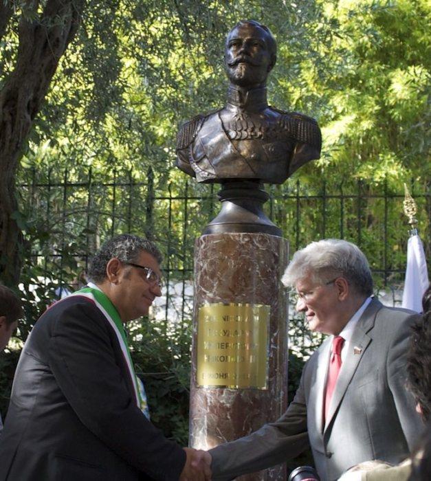 Памятник Николаю II в центральном парке Таормины (Сицилия)./Фото: italia-russia-blog.info