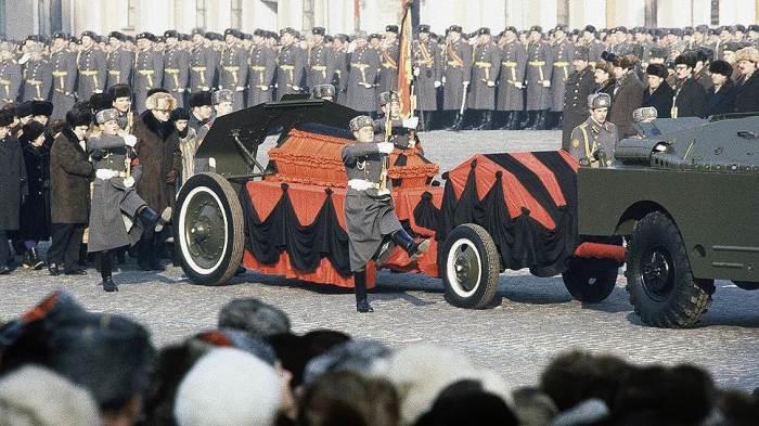 Похороны генсека-новатора./Фото: im.kommersant.ru