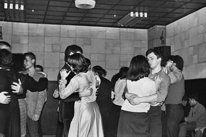 На смену танцевальным вечерам пришли дискотеки. /Фото: mtdata.ru