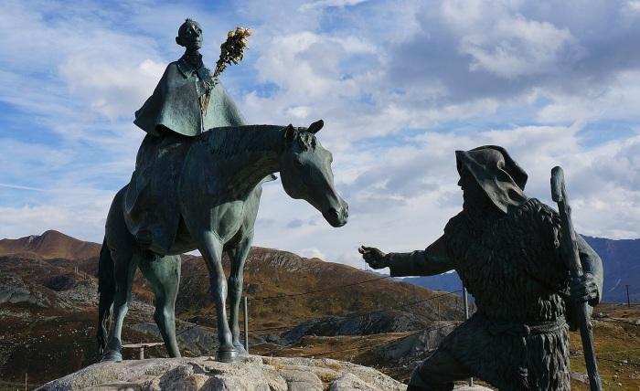 Памятник Суворову в Альпах./Фото: img12.blogzona.ru