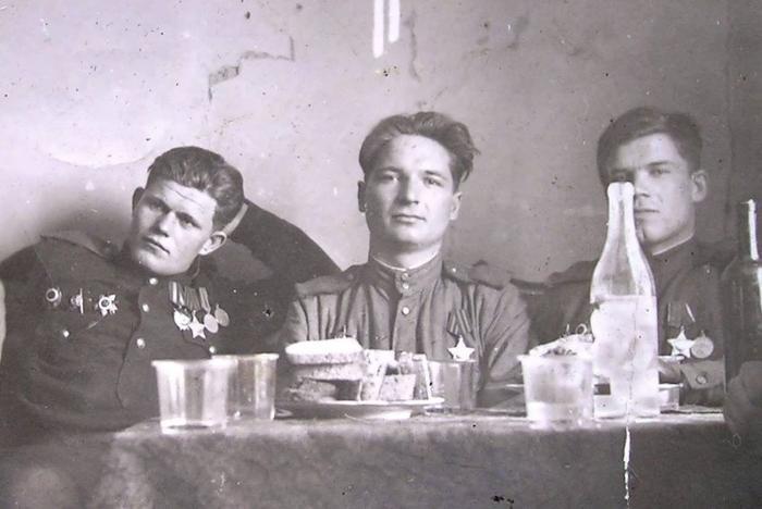 Во фронтовой среде самогон фигурировал под названием «Коньяк «Три буряка». /Фото: newsland.com