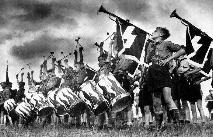 Юные фашисты. /Фото: wildkids.biz