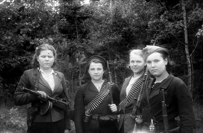 Белорусские партизанки. /Фото: yandex-images.naydex.net