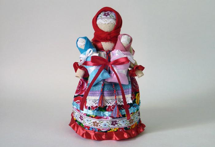 Кукла-оберег Роженица в современном исполнении. /Фото: vashobereg.ru